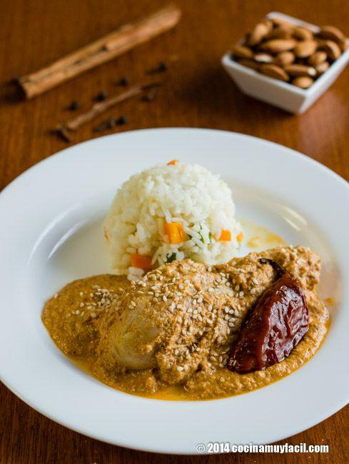 Pollo En Mole De Almendras Receta Cocina Muy Facil Receta Comida Recetas Para Cocinar Recetas De Comida