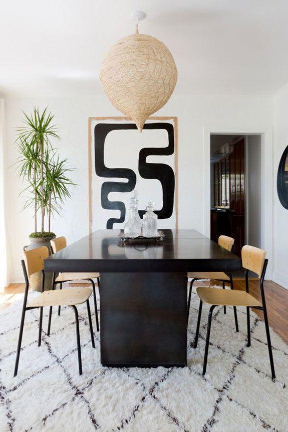 Modernes Esszimmer Mit Schwarzem Tisch Und Filigranen Stühlen