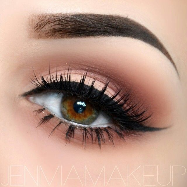 how to put eyeshadow in crease