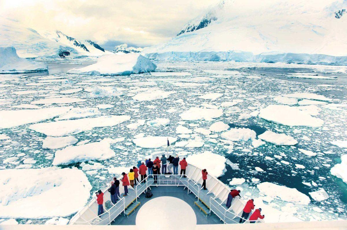 National Geographic Explorer- Antarctic - Lindblad Expeditions