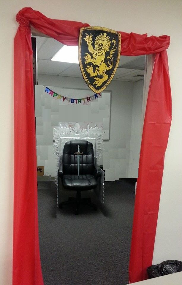 diy iron throne game of thrones lannister office. Black Bedroom Furniture Sets. Home Design Ideas