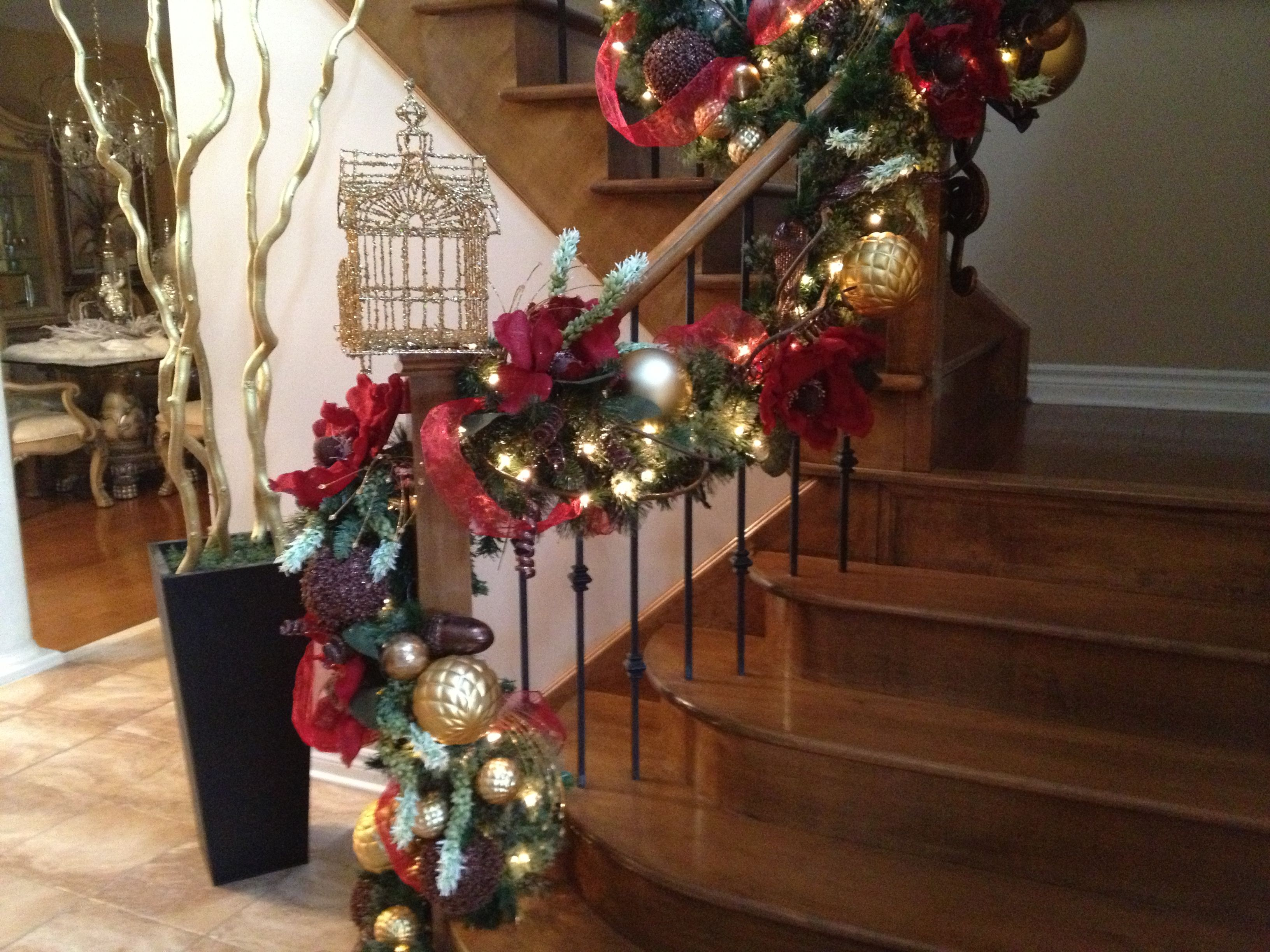 Diy christmas decorations 2014 - Red And Gold Christmas Staircase Holiday Staircase Railing Decoration Design Ideas With Vibrant Creations By