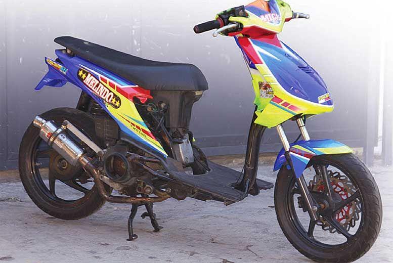 gambar motor vespa kartun hitam putih