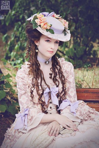 The utmost perfection in Classic Lolita. I lover her gorgeous hairstyle and that hat! I love it all!