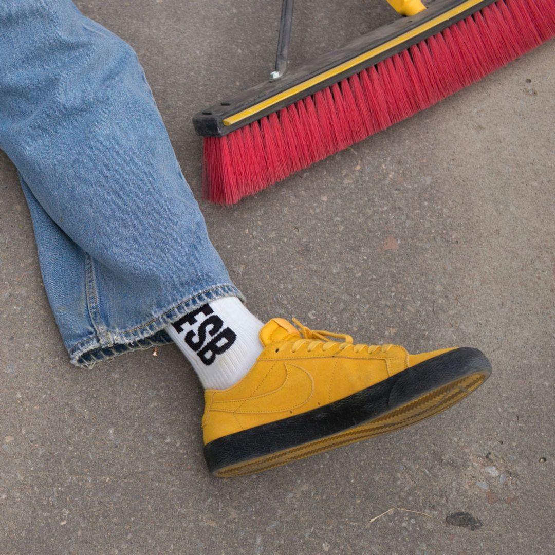 809fea508894 Nike SB Blazer Zoom Low Men s Skateboarding Shoe Size 10.5 (Yellow Ochre)