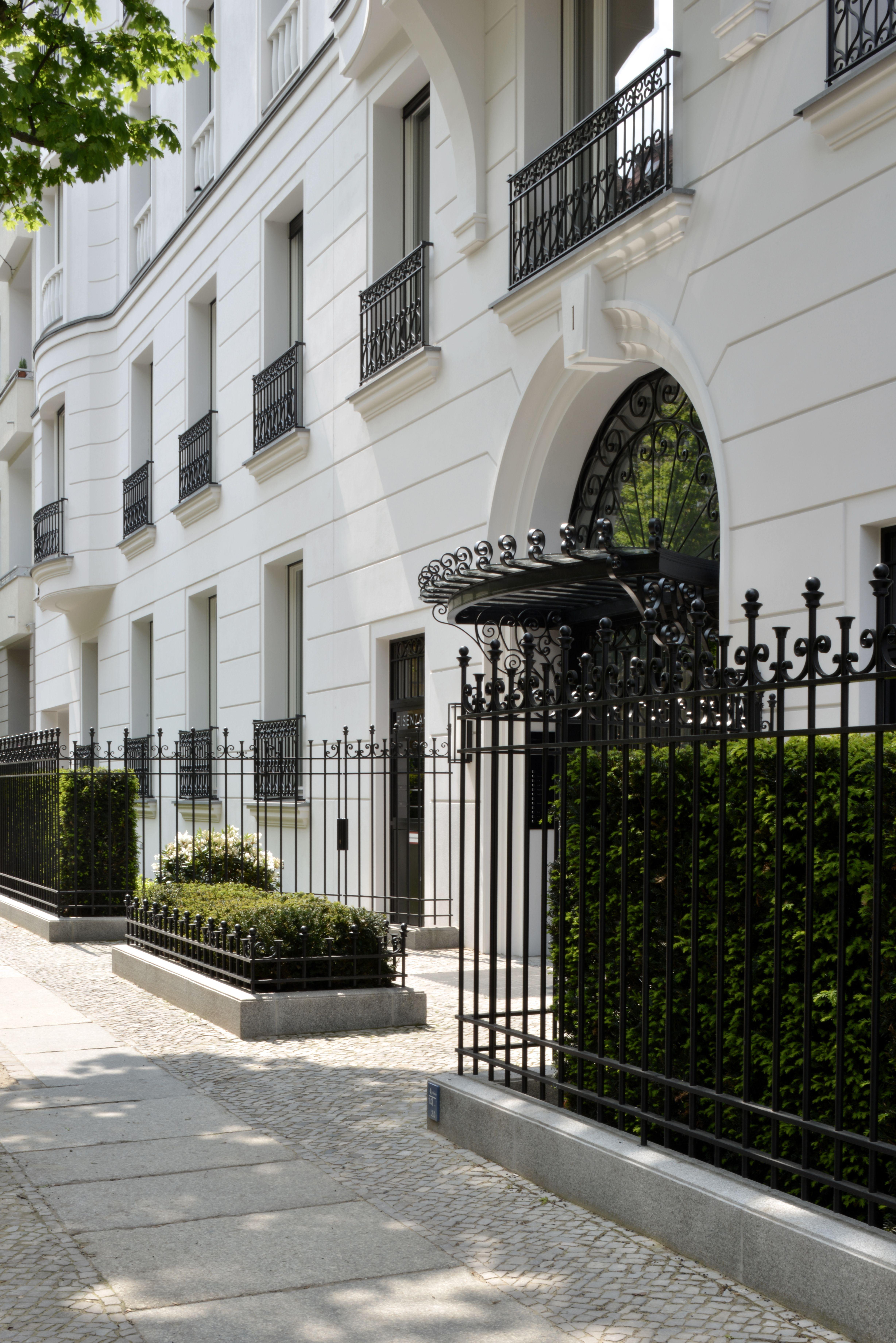 Eingang eisenzahn 1 ralf schmitz immobilien berlin for Klassische architektur