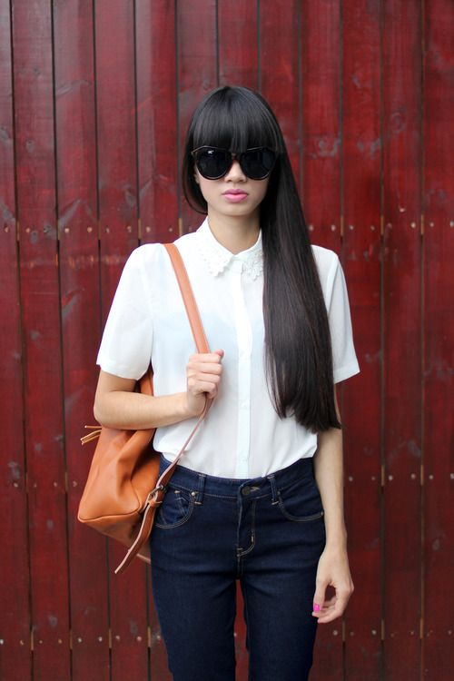 simple white blouse, dark jeans, tan bag - and great hair!