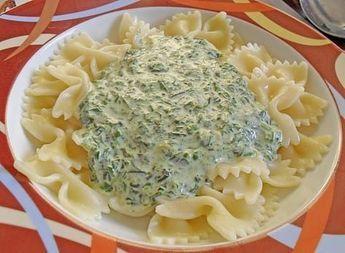 Spinat  Frischkäse  Soße  Spaghetti