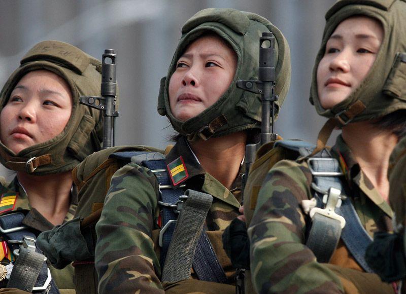 Korean female soldiers