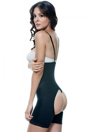 783be144b1 Enhance your favorite outfit with this removable straps medium control body  shaper by Vedette. Goes to plus sizes 3XL. The place for great shapewear.