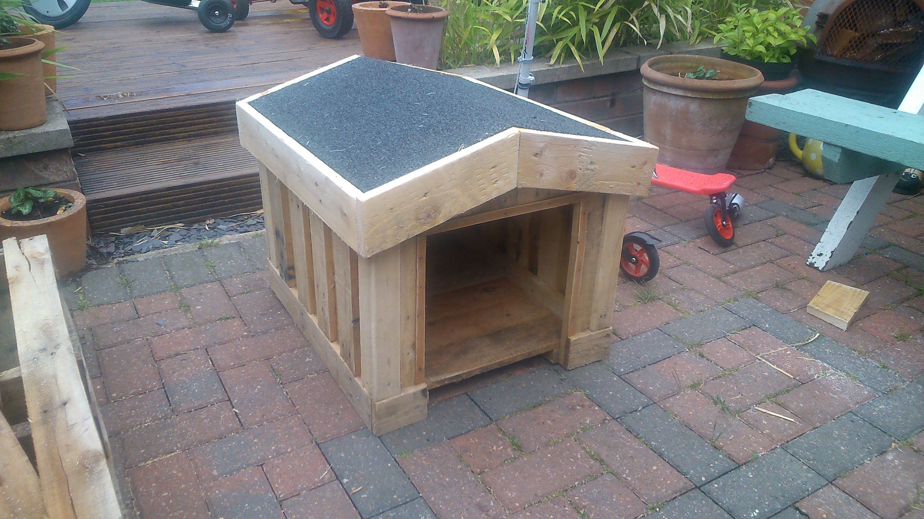 How to build a small dog kennel out of pallets step by step