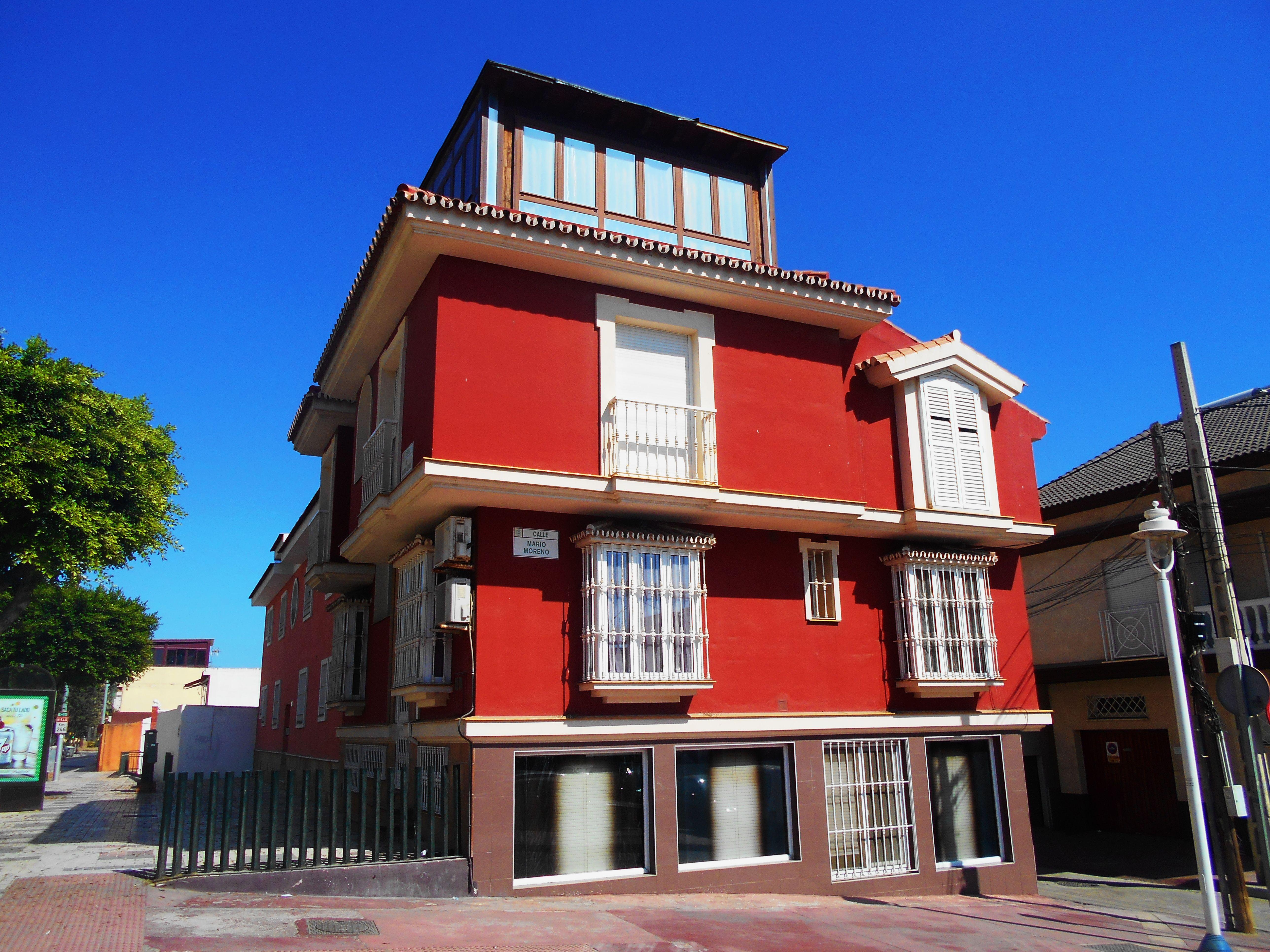 Casa de nivel mas alto de lo habitual. Barriada de pescadores. Málaga.