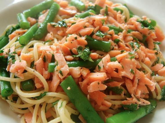 La Pasta al salmone e fagiolini con la ricetta facile e saporita: scoprila su Blogo