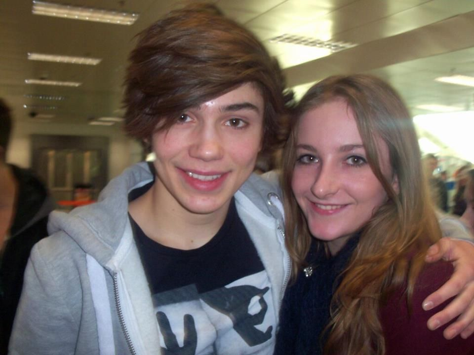 George Shelley with fan | via https://www.facebook.com/photo.php?fbid=574319235931218=a.504740619555747.129937.504738999555909=1_count=1=nf