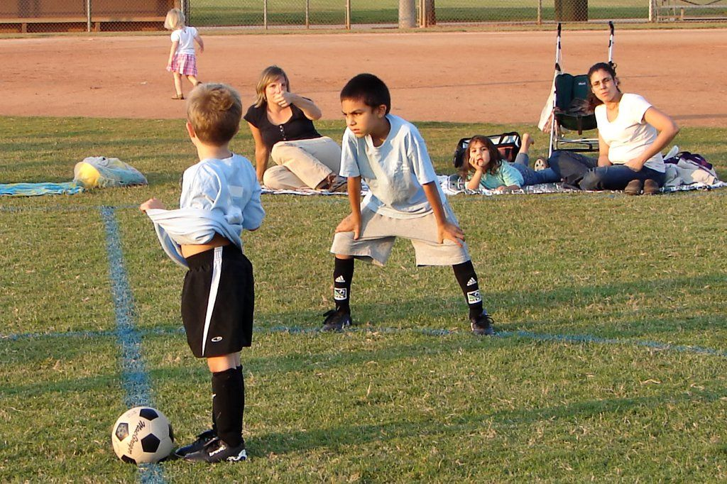 how to juggle a soccer ball on your knees