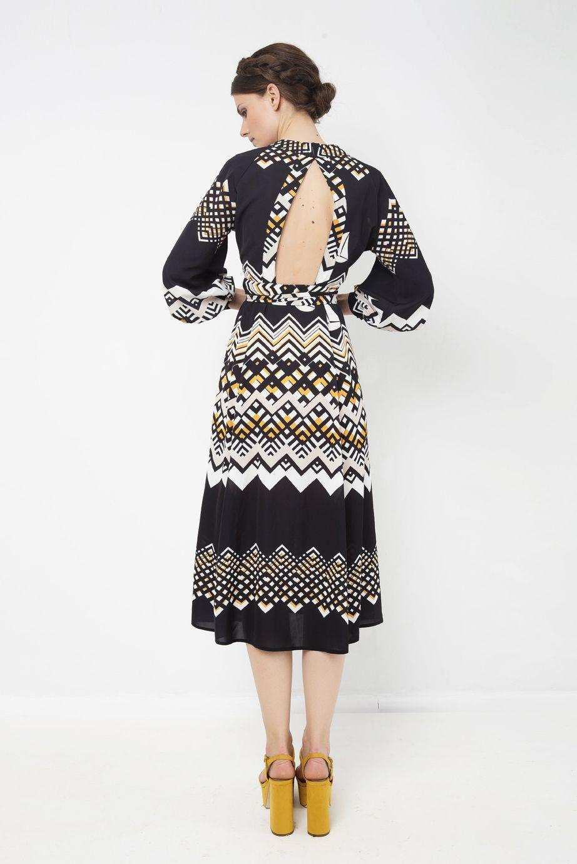 d6ac11c06ef9 Φόρεμα κρουαζέ τύπου rob de chambre με άνοιγμα στην πλάτη και τύπωμα  γεωμετρικά σχέδια