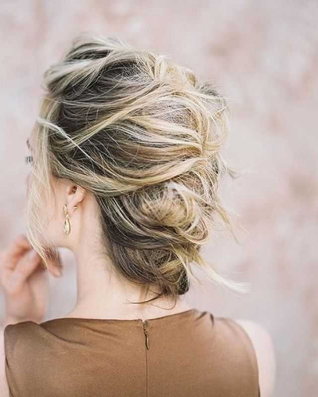 Bridal hair that is intricate, yet still so beautifully relaxed.  Photograph by @heatherpaynephoto | Hair by @claudiamejerle | Spotted on @oncewed  #ThatsPrettyPowerful #liveauthentic #thatsdarling #darlingmovement #flashesofdelight #livethelittlethings #nothingisordinary #thehappynow #welltravelled #visualsoflife #visualsgang #calledtobecreative  #ontheblog #linkinprofile #lifestyleblog #lifestyleblogger