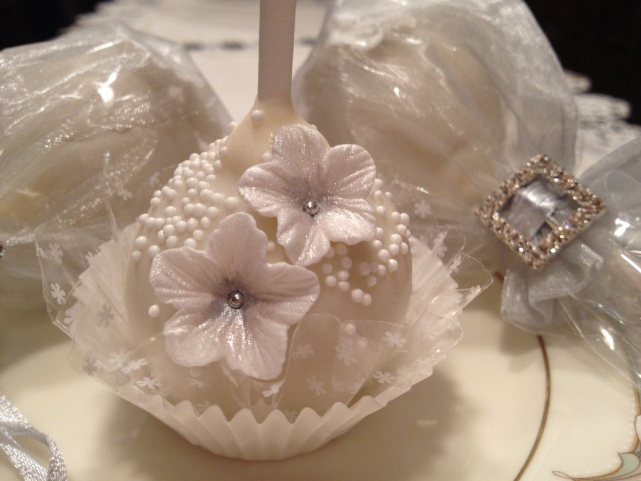 Cake pops i made for a wedding favors cake pops by the cake pop
