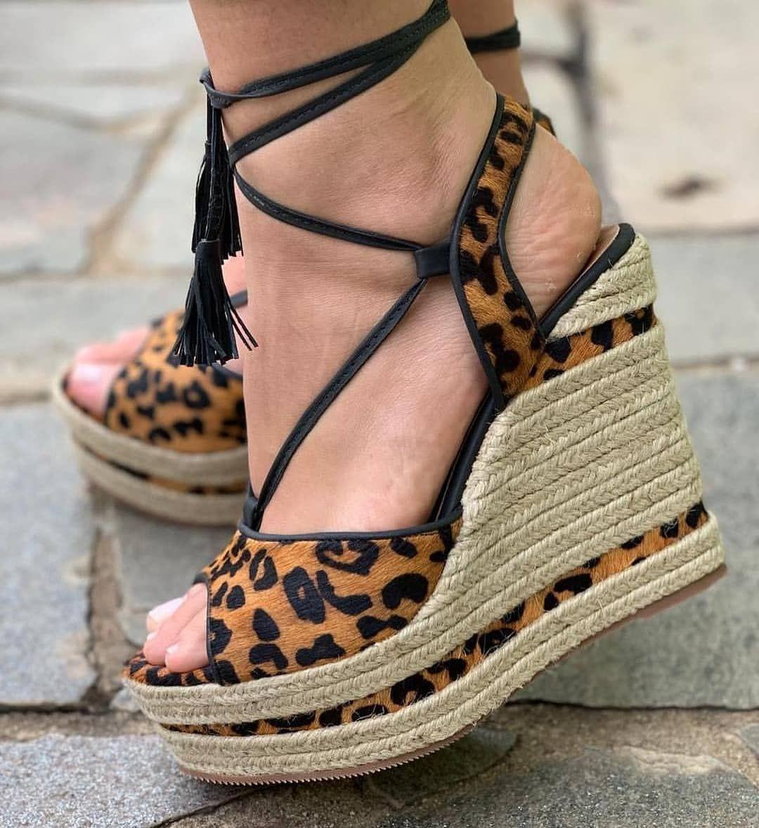 841e3a6ea Sandália plataforma de oncinha, sandália plataforma, sapatos femininos,  calçados femininos