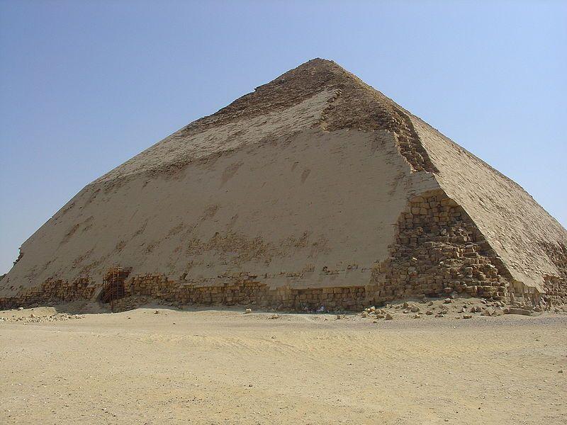 Piramide Curvada Do Farao Sneferu Em Dachur Com 105m De Altura