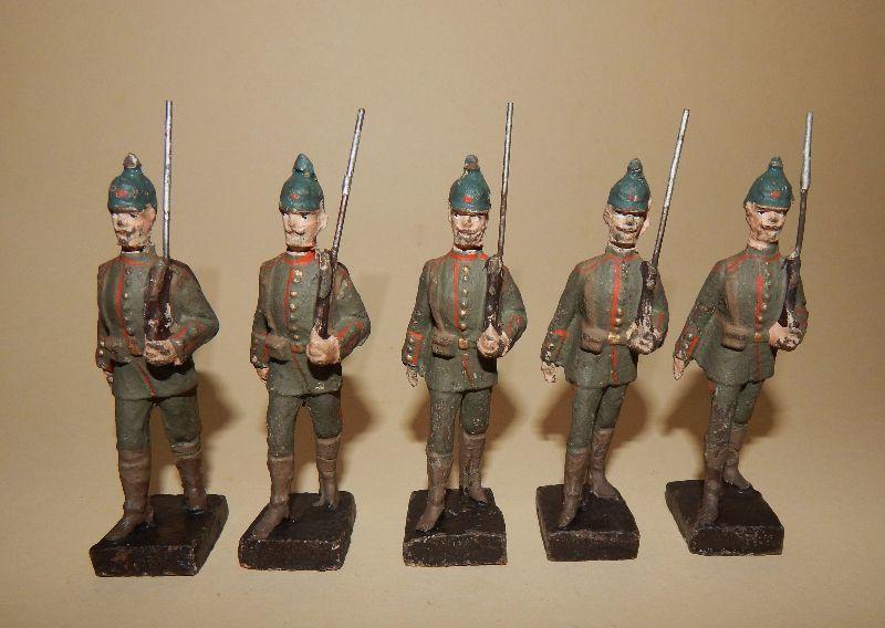 """5 """"Soldaten im Marsch"""" von Lineol - 9 cm Massesoldaten"""