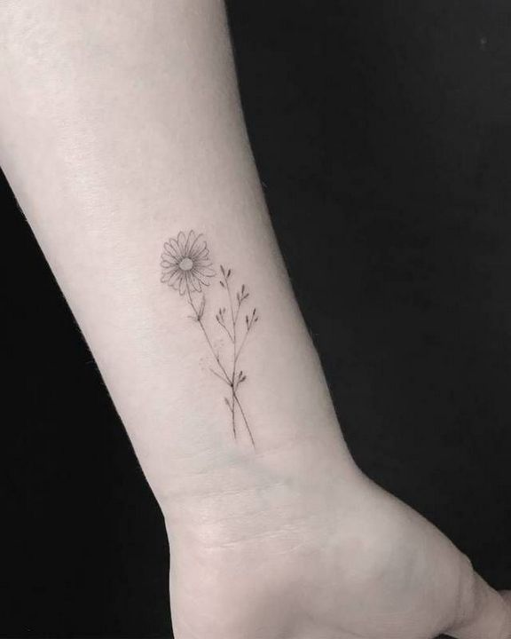 Black And White Sunflower Tattoo Small In 2020 Small Daisy Tattoo Sunflower Tattoo Small Daisy Tattoo