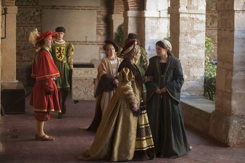 """Carlos V y Leonor de Austria  se llevan a su hermana  Catalina de Tordesillas, donde estaba viviendo con su madre, Juana """"la loca"""""""