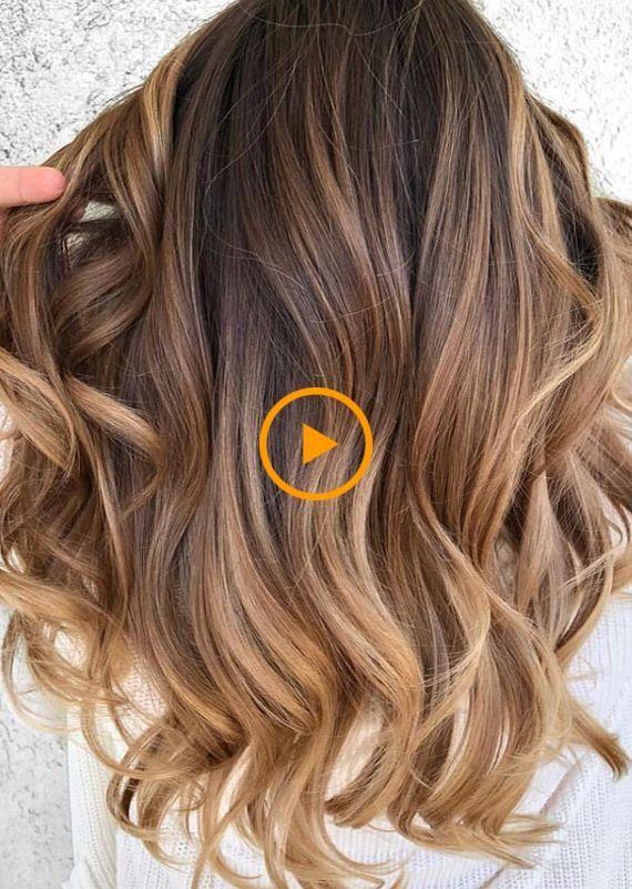 La couleur la plus chaude de balayage au caramel pour les cheveux longs semble être …
