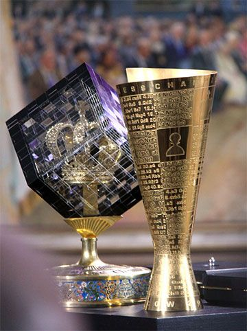 Chessbase Com Chess News These Are The Trophies Received By Viswanathan Anand Of India As He Successfully Defended His Trophy Design Trophies Award Ideas