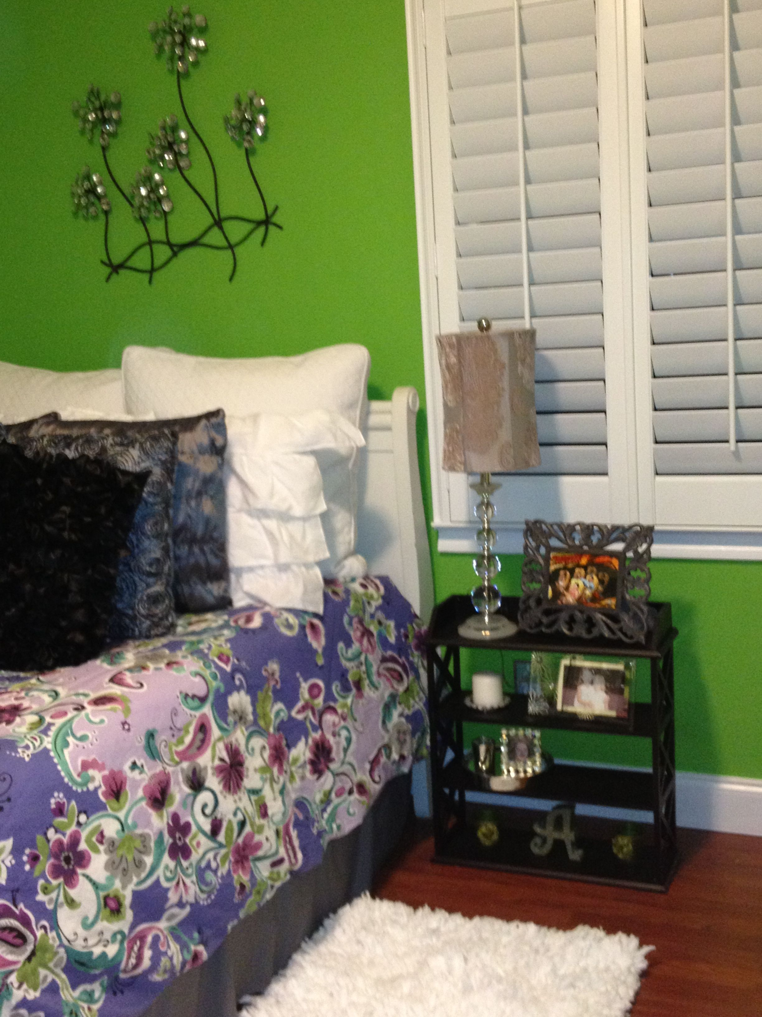 Using a wall shelf as a nightstand