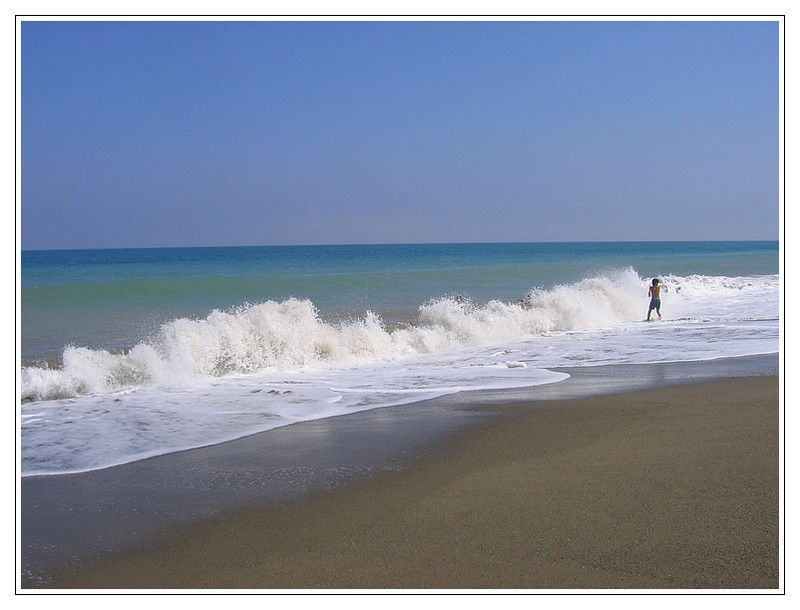 The Wave A Photo From Malaga Andalucia Trekearth Torremolinos Waves On The Beach Beautiful Places