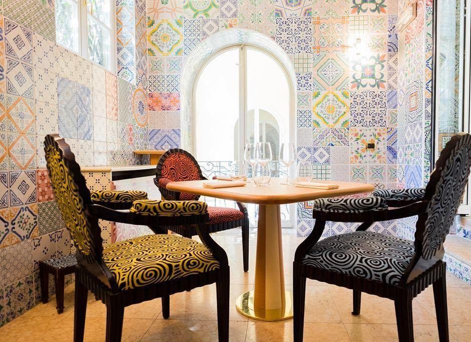 La maggior parte delle più importanti decisioni viene presa attorno ad un tavolo con del cibo #dinner #amista33 #verona #valpolicella #byblosarthotel #luxury #luxurylife #luxury4play #luxurylifestyle #food #table #picoftheday #photooftheday #instamoment by amista33