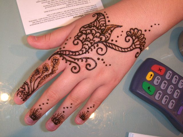Simple Mehndi Tattoo Hands : Simple henna design apr