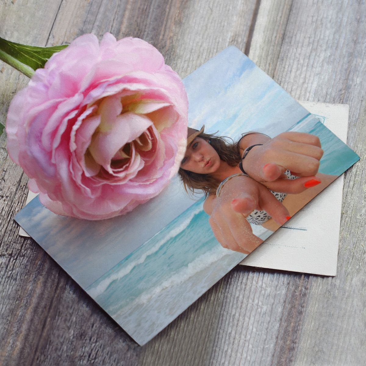 Urlaubszeit ist Postkartenzeit! Gestalten Sie eine Foto-Postkarte mit Ihrem Lieblingsmotiv und überraschen Sie Ihre Lieben zu Hause. Bequem online gestalten - Ausarbeitung und Zustellung übernehmen wir. #postkarte #urlaub #fotopostkarte