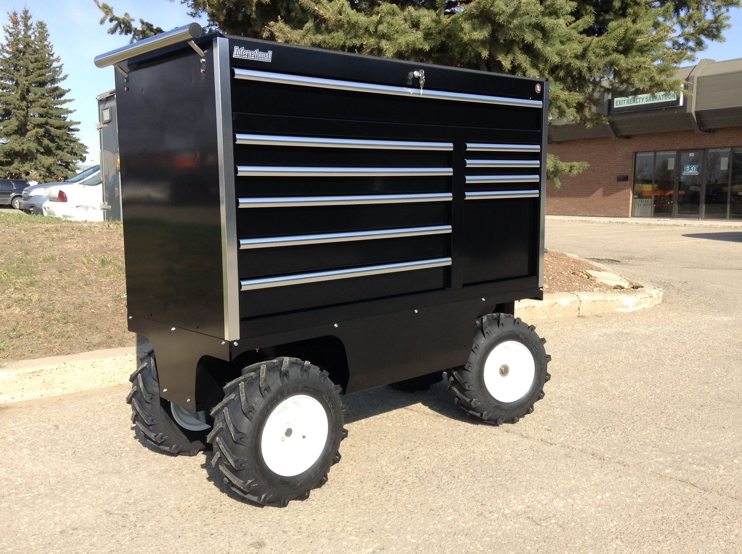 Motorized Electric Pit Carts Designed To Move Heavy Tool Boxes And