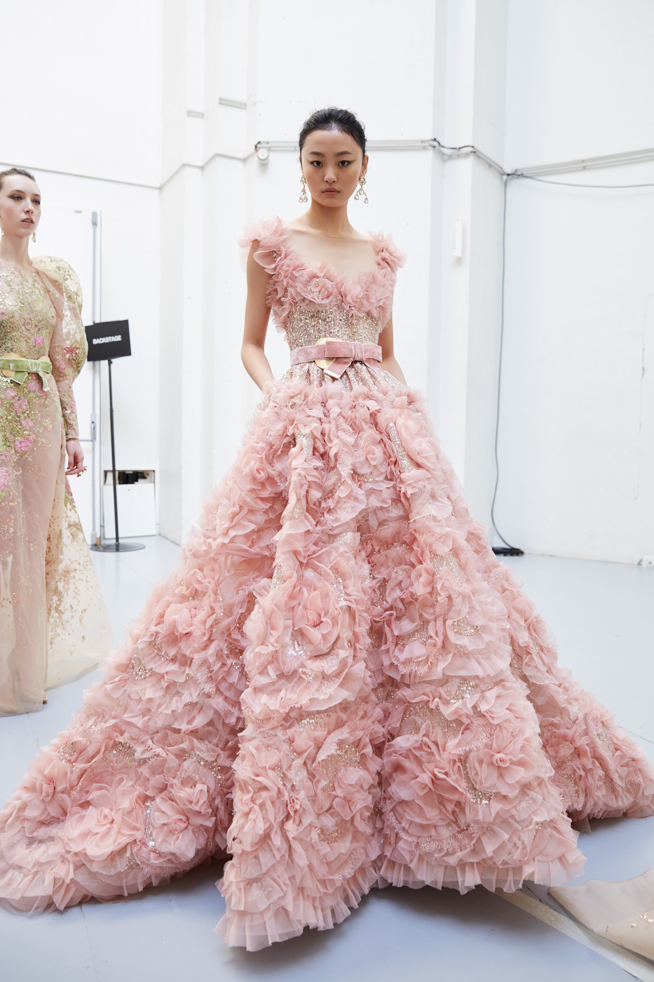 Elie Saab At Couture Spring 2020 In 2020 Designer Evening Gowns Haute Couture Gowns Couture Dresses