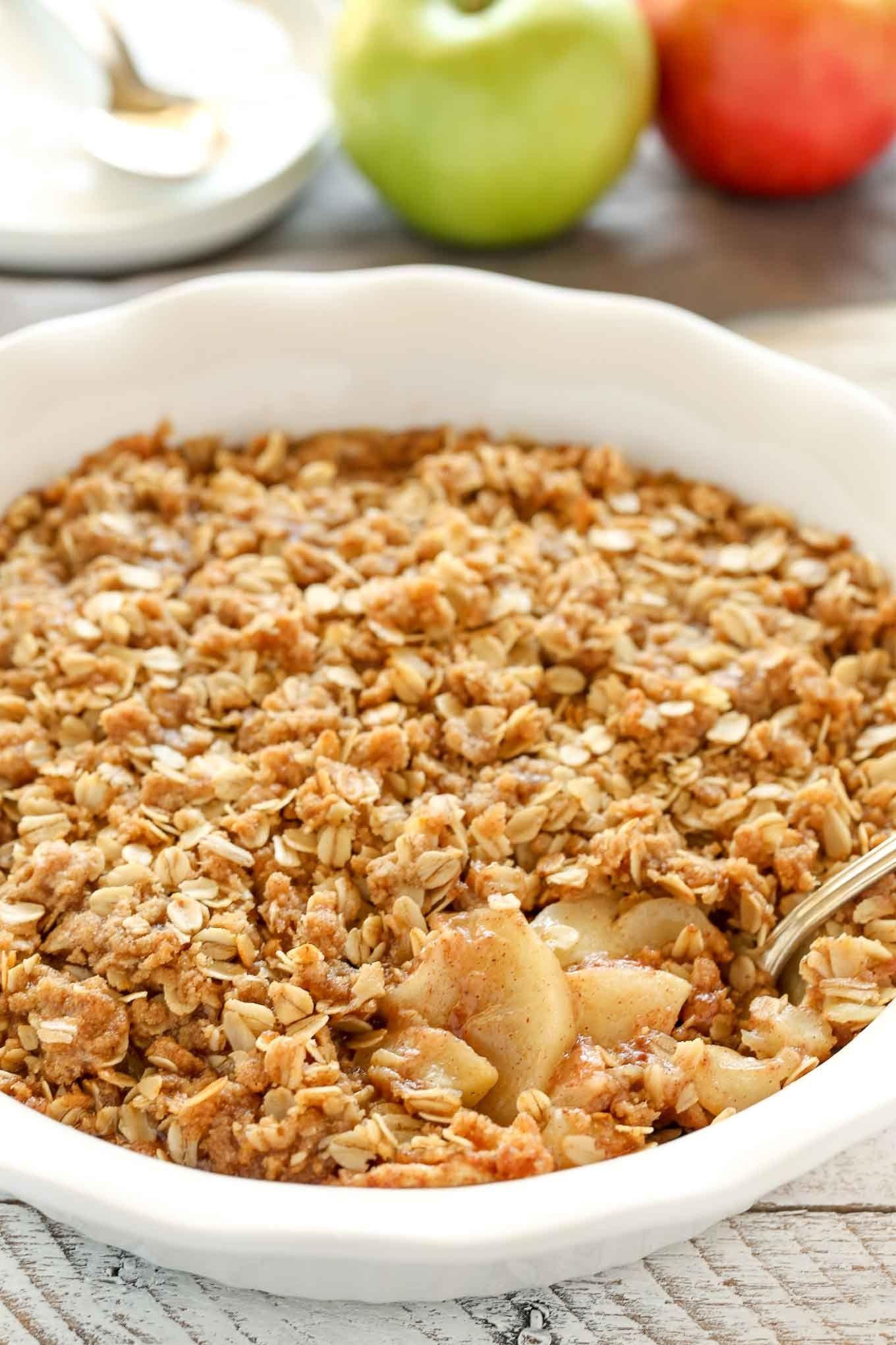An easy cinnamon apple crisp recipe made with sliced