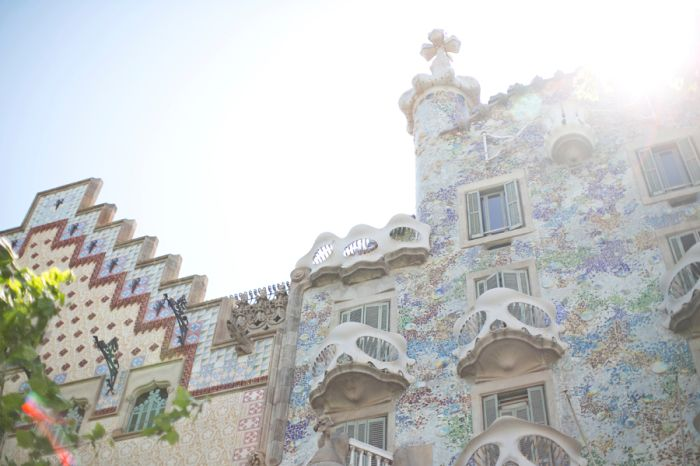 Bright Tiled Walls in Barcelona Spain | photography by http://danielleaquilinephotography.com/