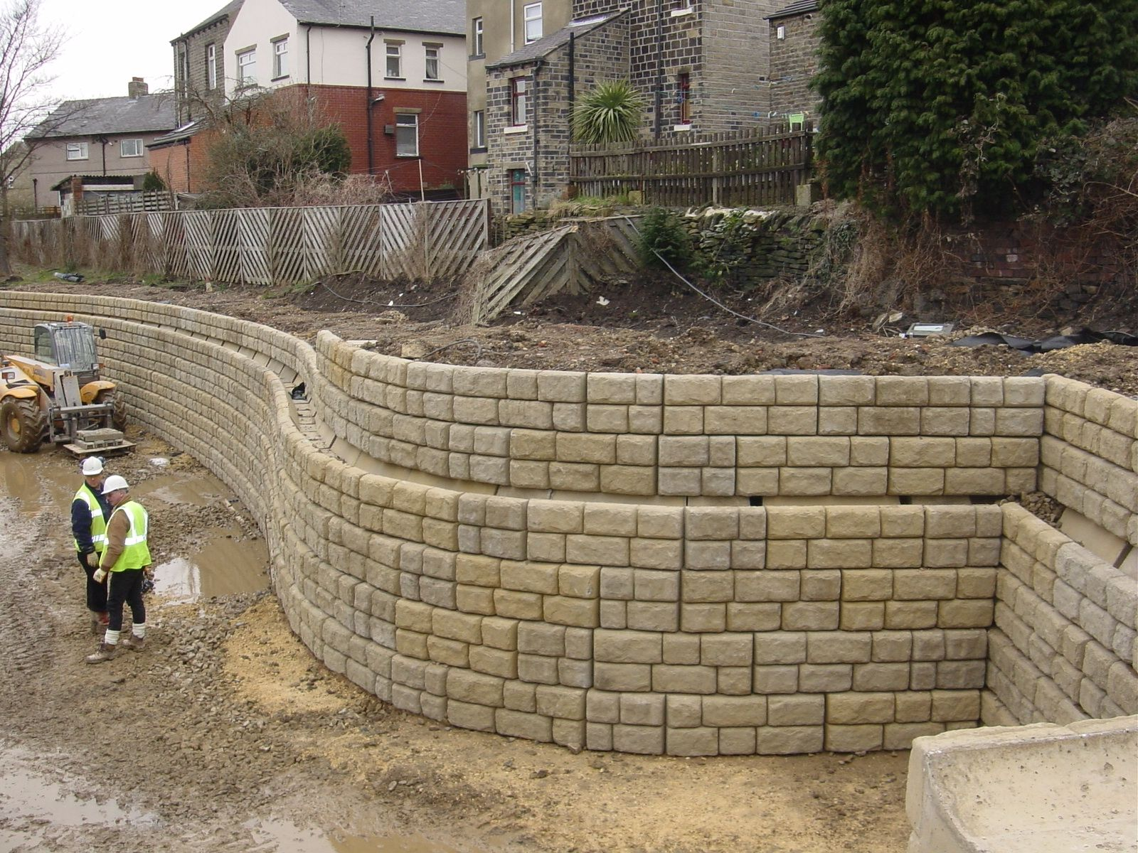 Each One Tonne Cpm Concrete Block Interconnects With The Next And Is Dry Laid Resulting In Fast Installation Times Concrete Blocks Retaining Wall Wall Systems