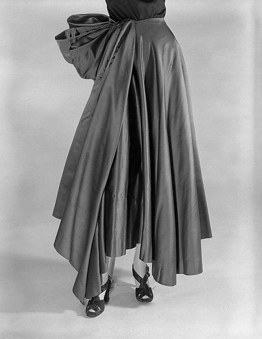 Evening skirt, Charles James, 1948, silk. Length at CB: 38 in. (96.5 cm). -The Metropolitan Museum of Art (2009.300.2755)