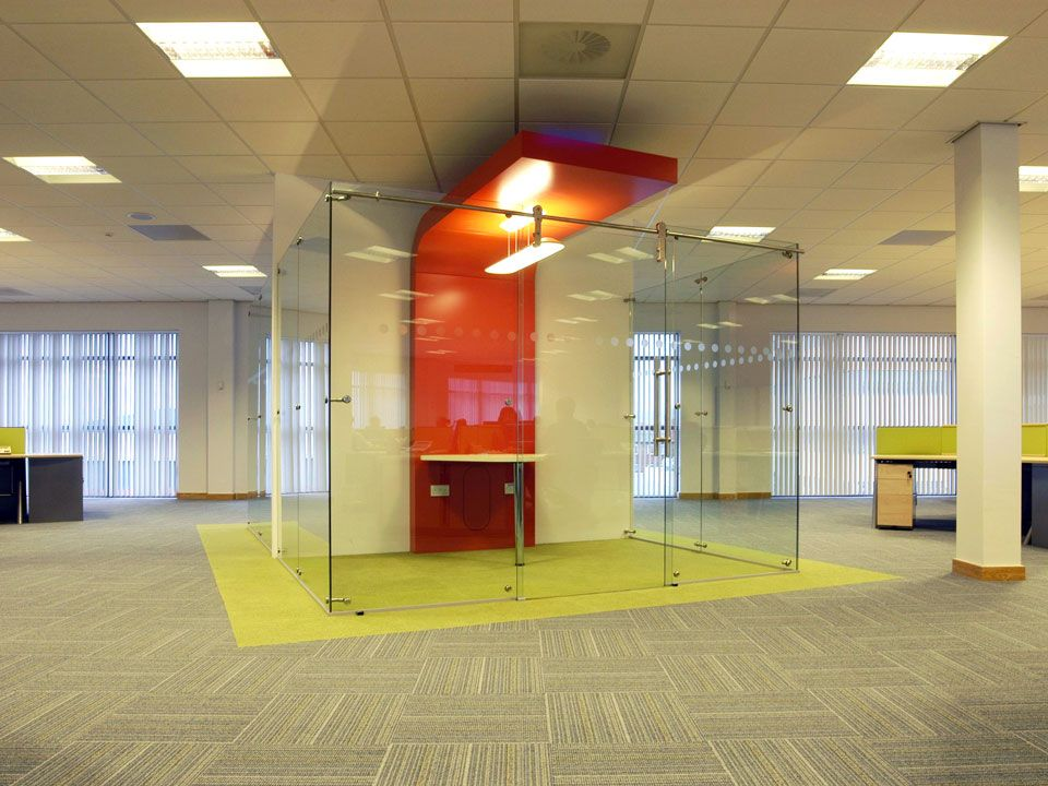 elite free standing glass wall dividers | exhibition stand design