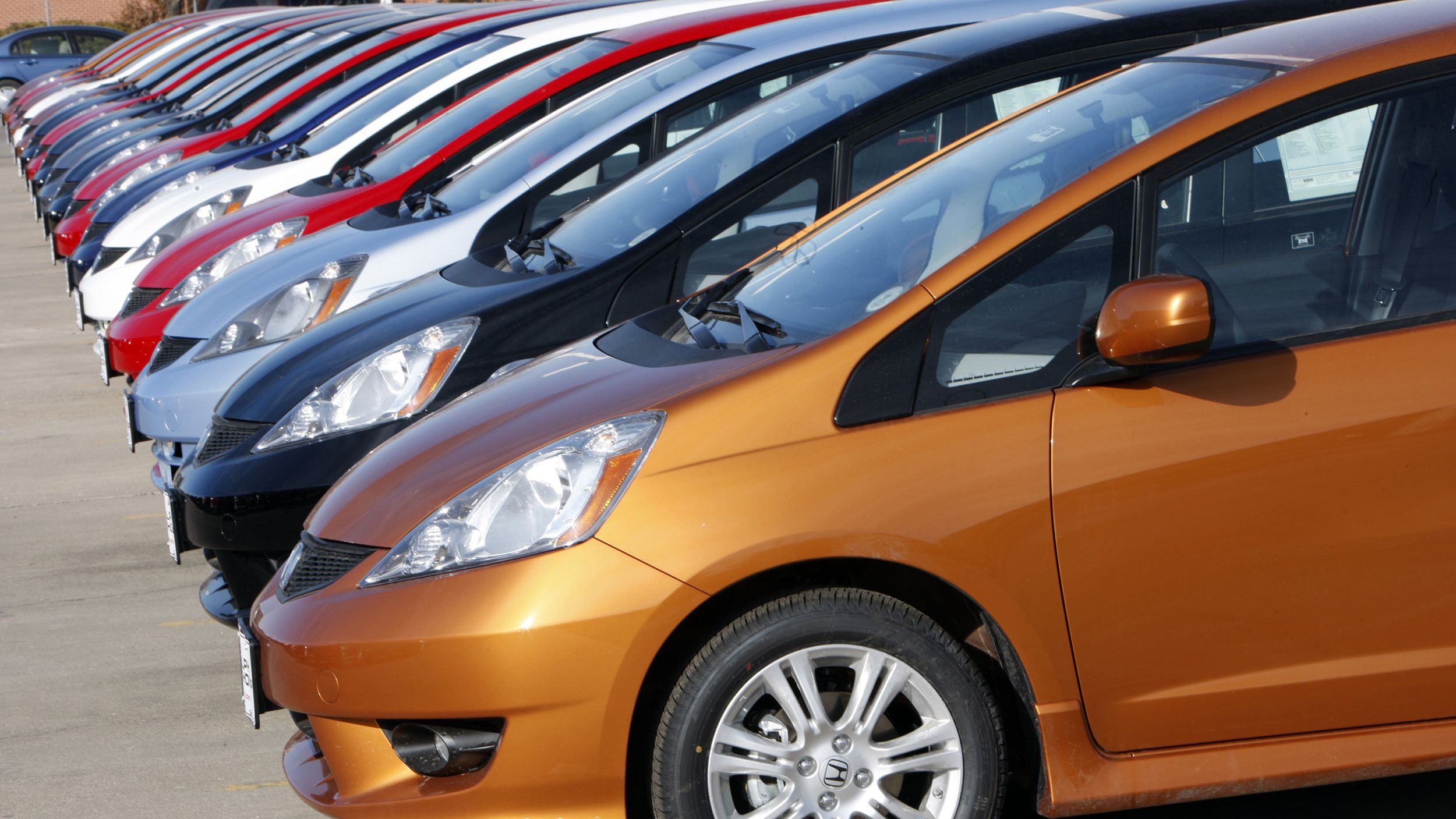 Want A Car With The Best Resale Value Pick One Of These Colors Car Car Colors Car Purchase