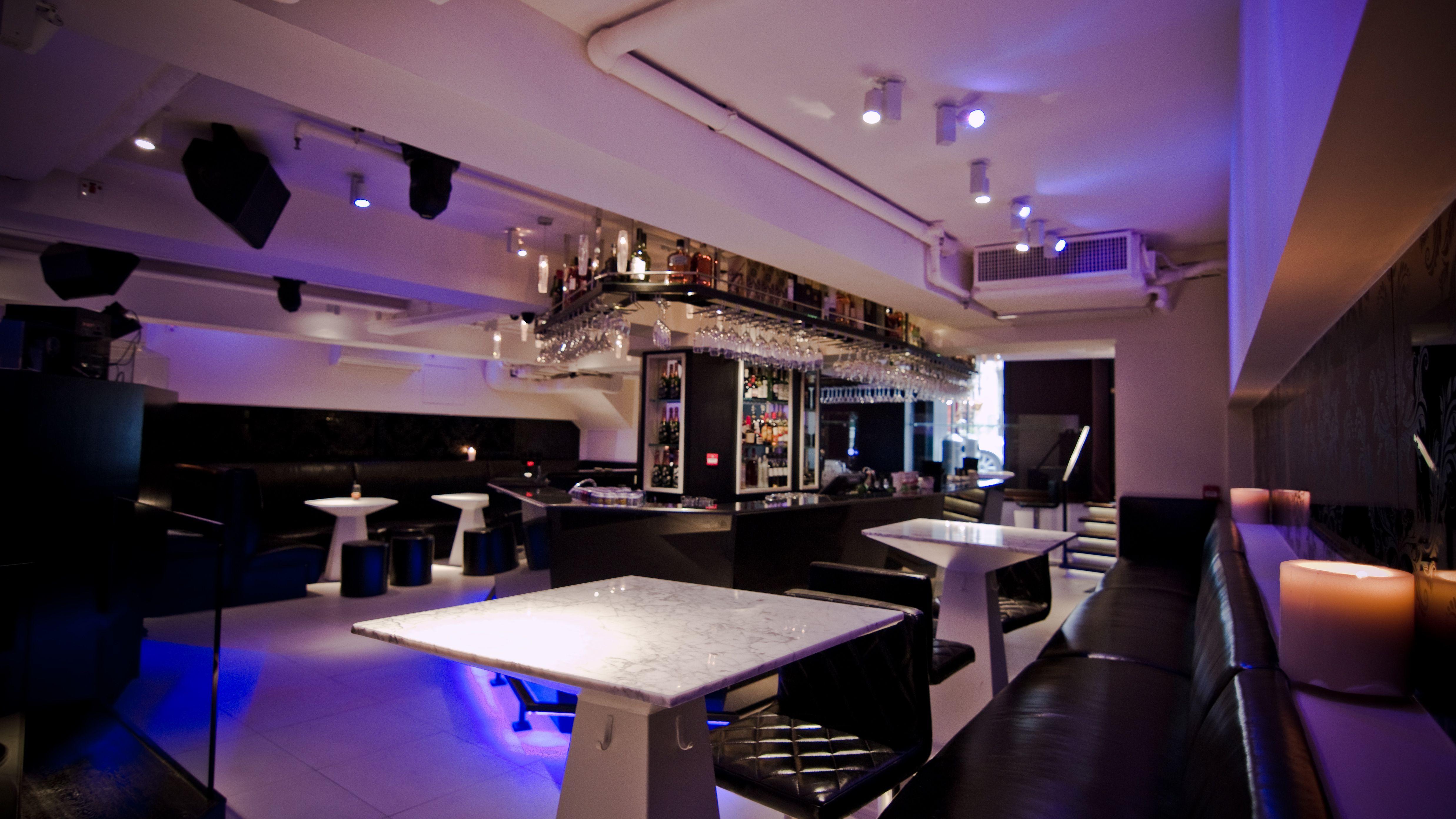 entourage in soho, hong kongliquid interiors - club design