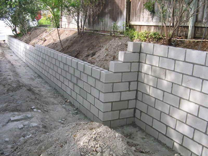 Cinder Block Retaining Wall Leave It Plain So The Kids Can Make Murals With Sidew Cinder Block Garden Wall Garden Retaining Wall Concrete Block Retaining Wall