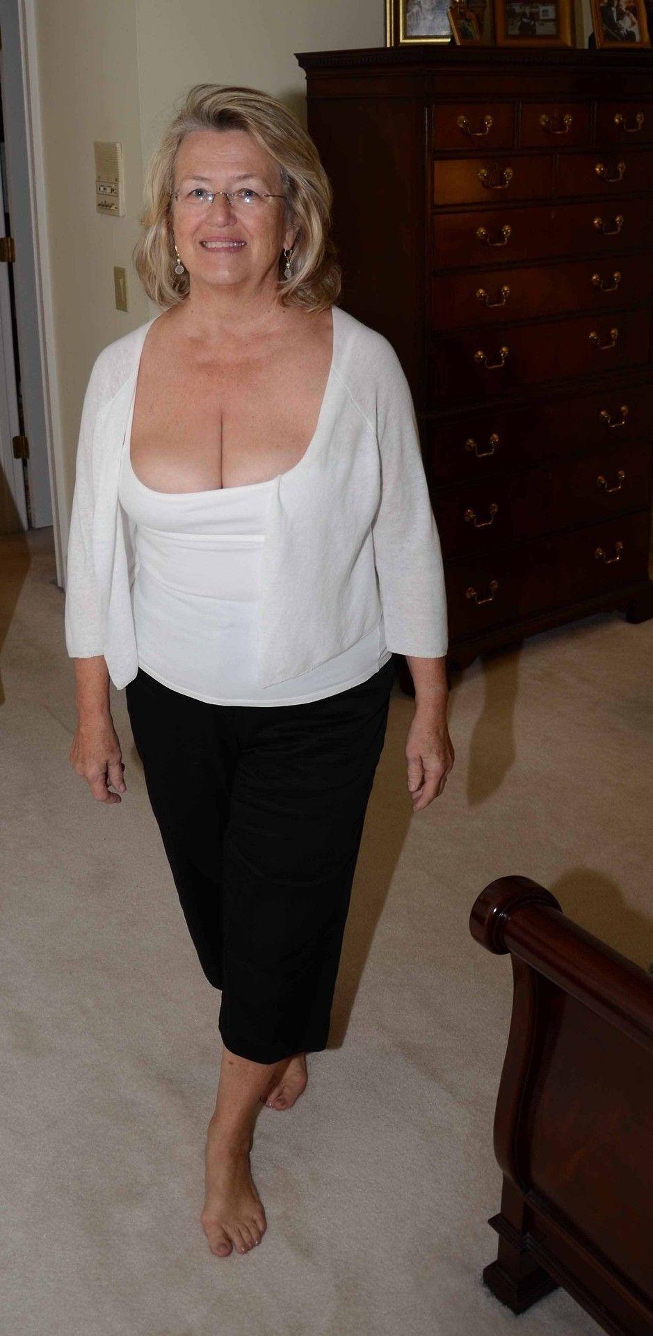 Mature sandy boobs