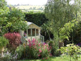 Niki Fretwell: My Little Piece of Escapism. | Cottage garden