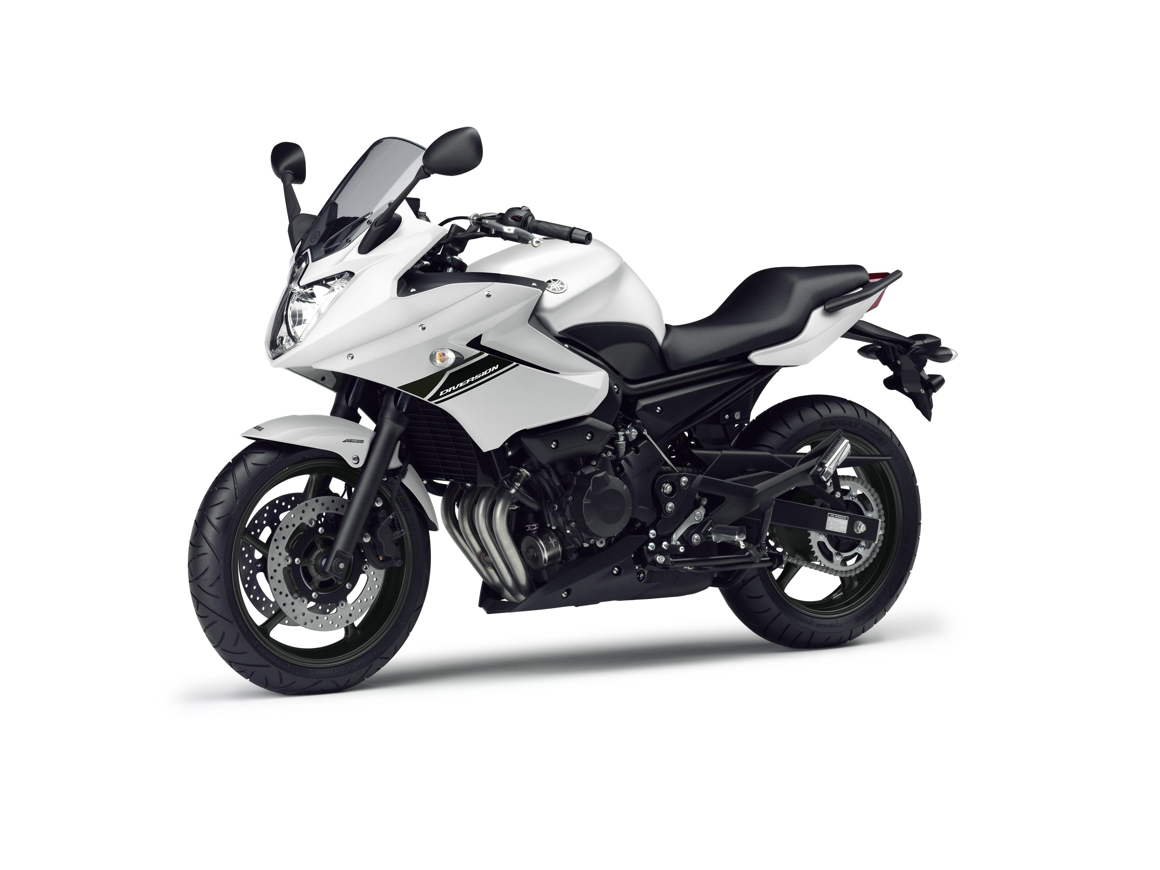 White Yamaha Xj6 Diversion Motorrad