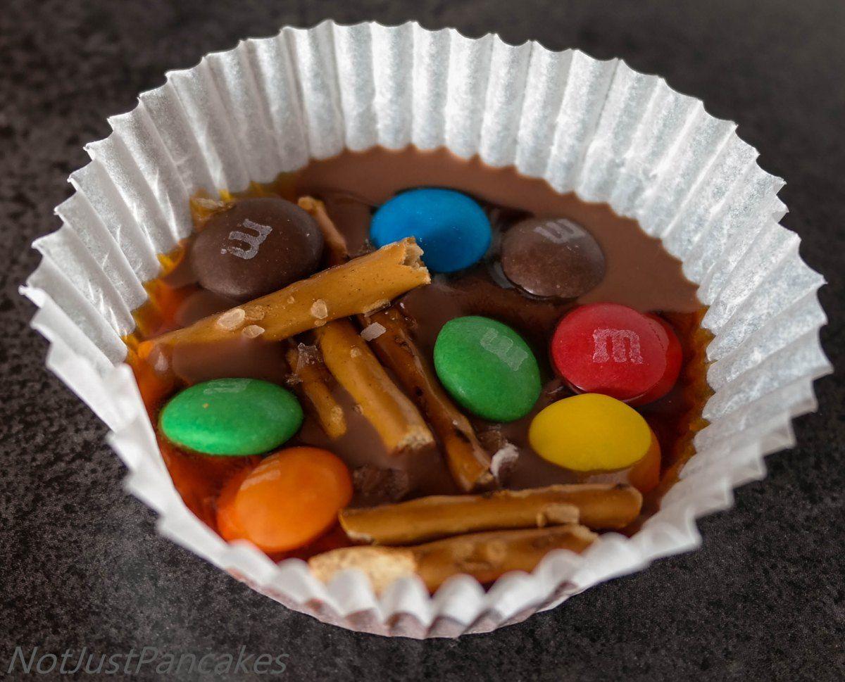 Av og til liker jeg å lage noe godt til helgen. Disse sjokoladebitene er en god blanding mellom søtt og salt, og smaker perfekt når du vil ha litt mer enn bare sjokolade. Det er ikke ofte jeg har M...