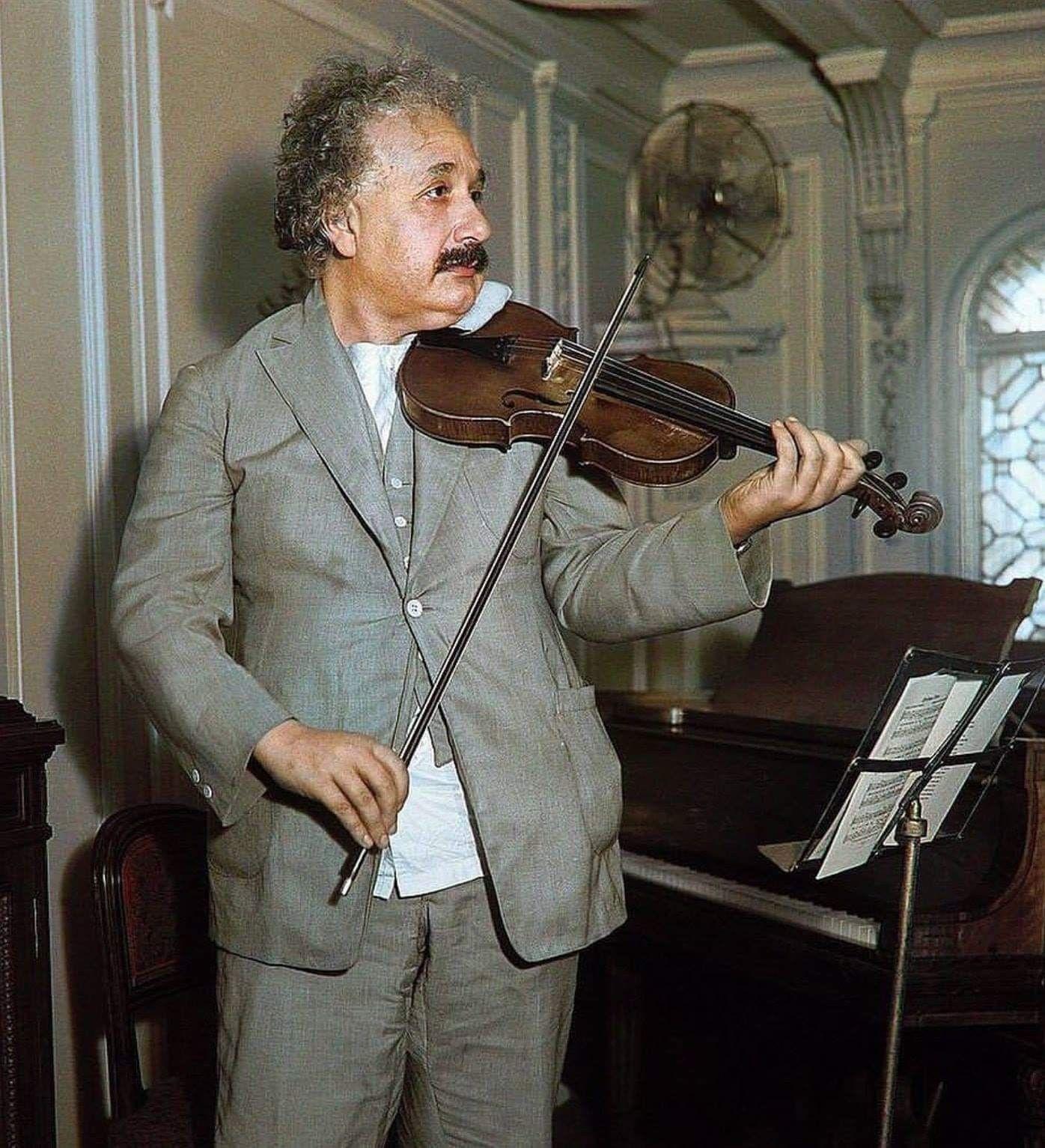 Albert einstein keman çalarken 193p | Einstein, Keman, Müzik