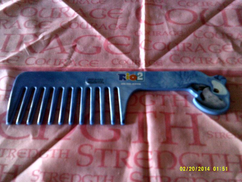 Kids de-tangling comb Rio 2 Avon Brand New